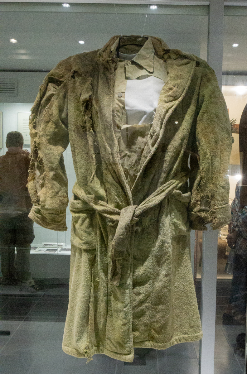 Dorothy Wetzel El Salvador robe photo 4